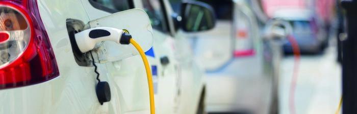 700_225 EV cars plugged